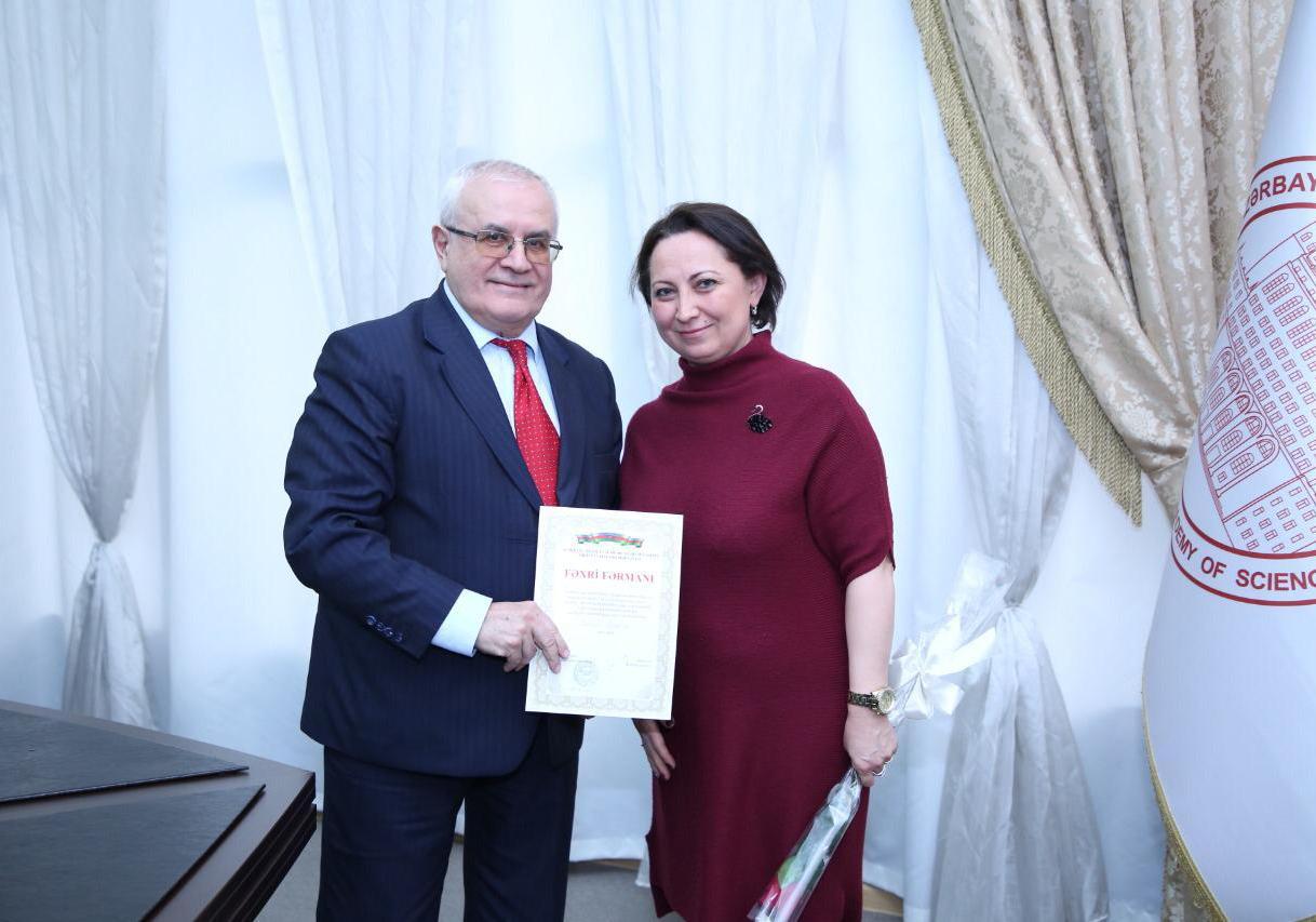 Neft və Qaz İnstitutunun əməkdaşına AMEA-nın fəxri fərmanı təqdim edilmişdir