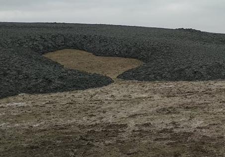 GGİ əməkdaşları palçıq vulkanının püskürdüyü ərazidə tədqiqat aparırlar