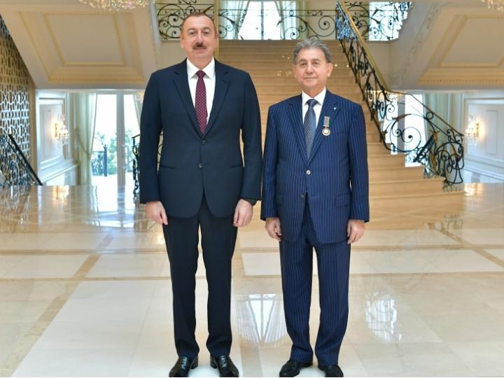 Президент Азербайджанской Республики Ильхам Алиев 24 октября принял академика Акифа Ализаде. Он вручил академику А.Ализаде орден «Эмек» 1-й степени.