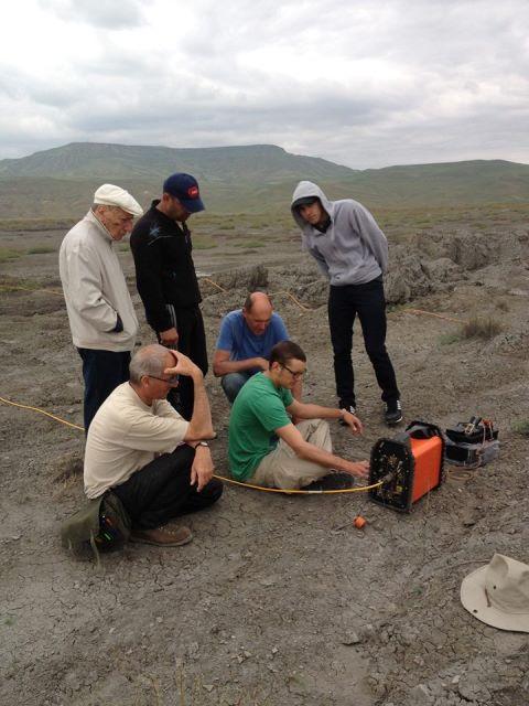 Azərbaycan və Fransa alimləri Qobustanda palçıq vulkanı üzərində tədqiqat aparırlar